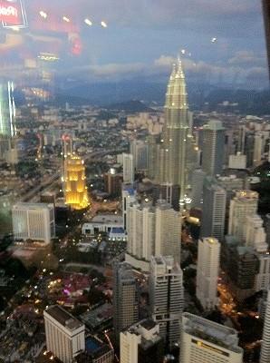KLタワーからの眺め ツインタワーも見えます。