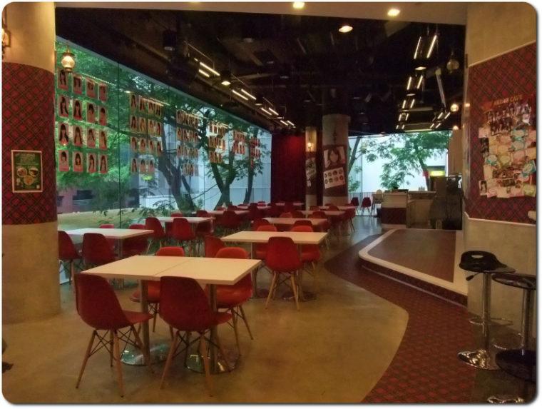 AKB48オフィシャルカフェ・シンガポール 店内風景